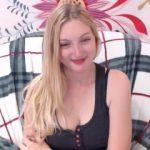Hot cam girl RoxyFlirt